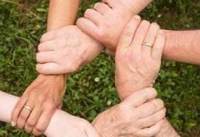 Compromiso social con los desfavorecidos